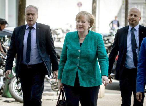 Merkel menacée par un conflit gouvernemental sur les migrants