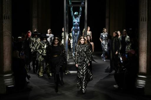 Une semaine de la mode hommes très féminine à Milan