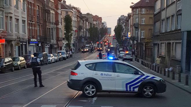 Deux voitures entrent en collision à Schaerbeek: un blessé