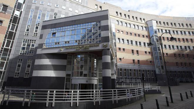 Pourquoi des enfants en bonne santé sont-ils contraints de résider dans des hôpitaux à Bruxelles ?