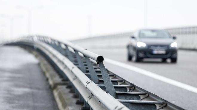 A Villers, elle percute une voiture de la police des autoroutes et prend la fuite: après avoir été retrouvée, elle provoque un deuxième accident