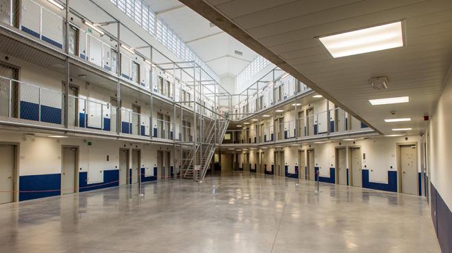 A cause d'une erreur informatique, des détenus de la prison de Beveren parviennent à commander gratuitement des meubles et des cigarettes