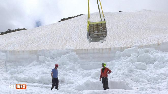 Un viticulteur girondin ensevelit ses bouteilles sous la glace à 2.400 mètres d'altitude: pourquoi de telles précautions?