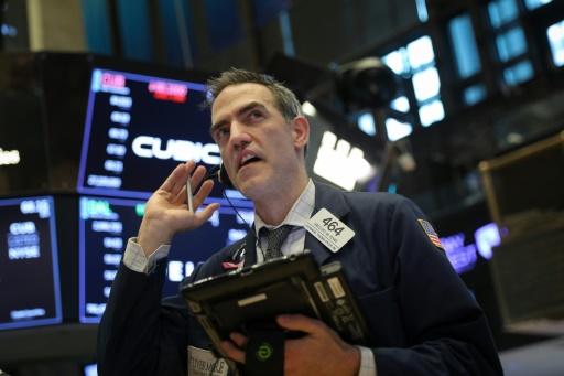 Wall Street, en ordre dispersé, reste lestée par les tensions commerciales