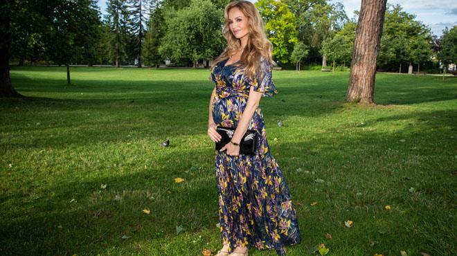 Sublime et radieuse face à Bernard Montiel — Adriana Karembeu enceinte