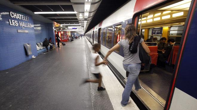 Un bébé naît dans le RER A en plein Paris: la RATP lui offre le droit de voyager gratuitement jusqu'à ses 25 ans