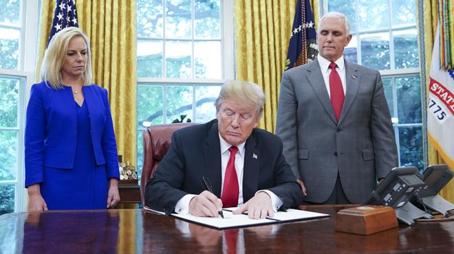 Trump fait marche arrière: il signe un décret mettant fin aux séparations des familles de migrants (photos)