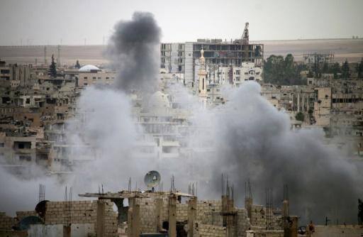 Syrie: des milliers de personnes fuient des bombardements du régime dans le sud