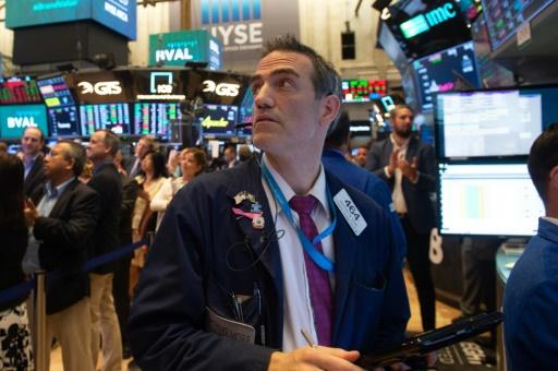 Wall Street, sur ses gardes, s'installe dans le rouge