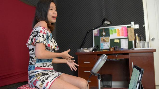 Sex toys, infidélité, taille des pénis... une blogueuse féministe brise les tabous au Cambodge: