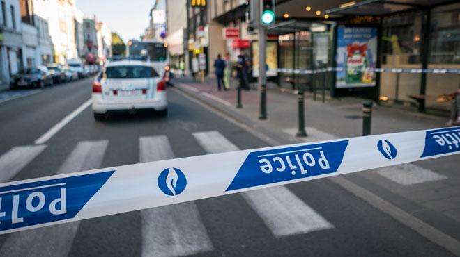 Ils percutent un cycliste avec leur voiture, sortent et déplacent le corps de la victime avant de fuir: un suspect s'est rendu
