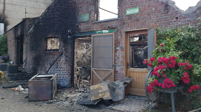 Un incendie ravage une ferme à Villers Perwin: le petit magasin totalement détruit (photos)