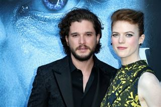 En couple dans Game of Thrones, Kit Harington et Rose Leslie se marient