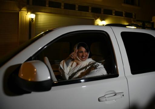 Minuit à Ryad: acclamations pour Samar, qui conduit enfin sa voiture