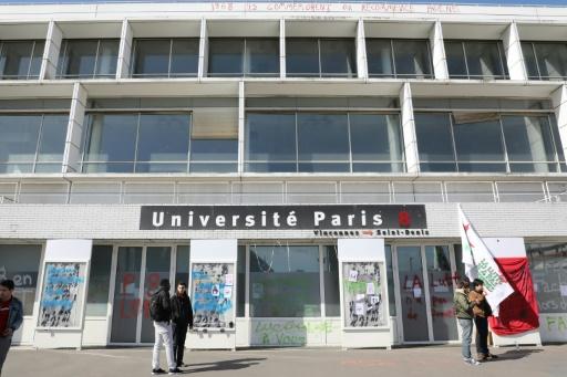 Université Paris-8 à Saint-Denis: évacuation des migrants occupant un bâtiment