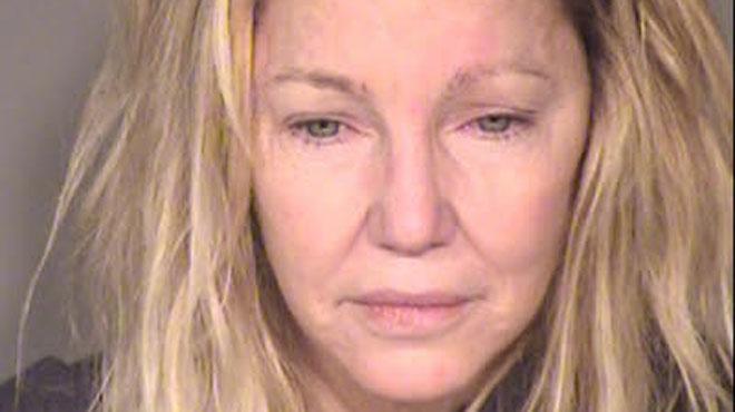 Sa descente aux enfers continue, elle a frappé un policier — Heather Locklear