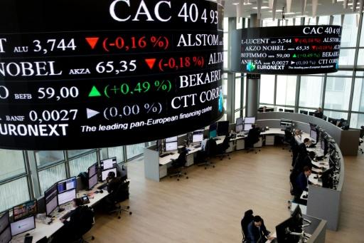La Bourse de Paris retrouve des forces tout en surveillant le dossier commercial