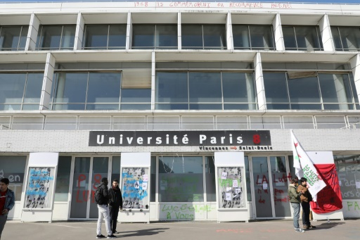Evacuation des migrants qui avaient trouvé refuge à l'université de Saint-Denis