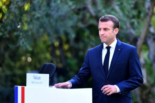 Lifeline: la France accueillera une partie des migrants mais Macron critique l'ONG