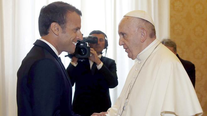 Le grand moment de solitude de Macron face au pape François sa blague n'est pas passée
