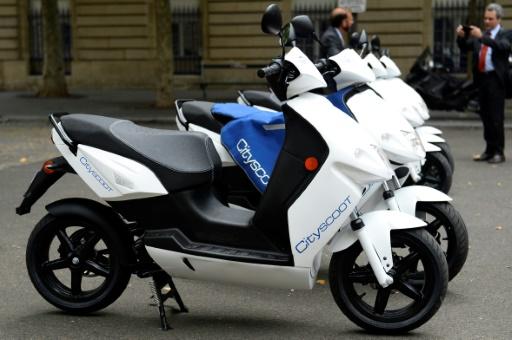 A Paris, vélos et scooters en libre-service signent une charte de bonne conduite