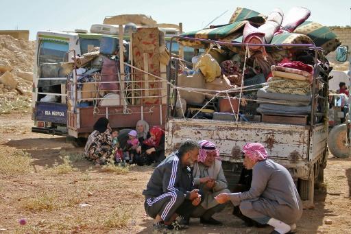 Un groupe de réfugiés syriens quitte le Liban pour rentrer chez eux