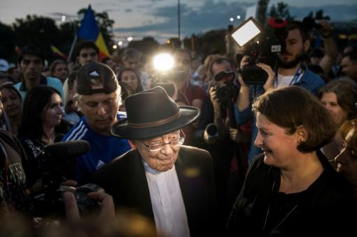 L'écrivain centenaire qui galvanise les manifestants roumains