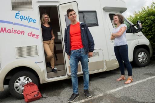 Un camping-car sillonne la Nièvre à l'écoute des adolescents