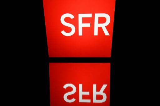 SFR: rassemblement contre deux licenciements