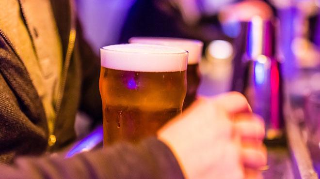 La bière donne-t-elle du ventre? Une diététicienne tord le cou aux idées reçues (vidéo)