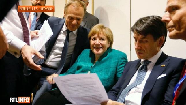 Angela Merkel, SOURIANTE, lors de la signature du texte final sur la migration européenne, mais qu'en est-il vraiment?
