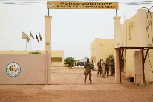 Six morts dans l'attaque contre le QG de la force du G5 Sahel au Mali