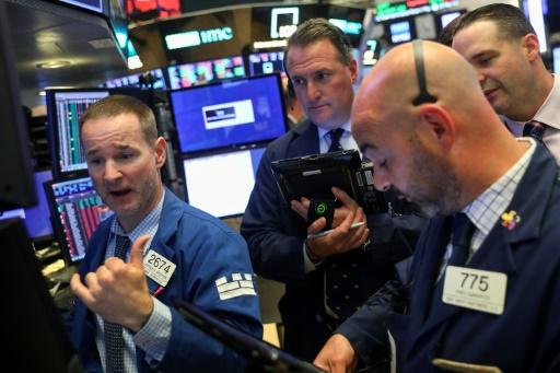 Wall Street ouvre en baisse, le commerce continue d'inquiéter