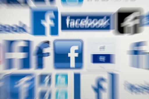 Facebook: l'enquête américaine s'élargit, le titre recule en Bourse