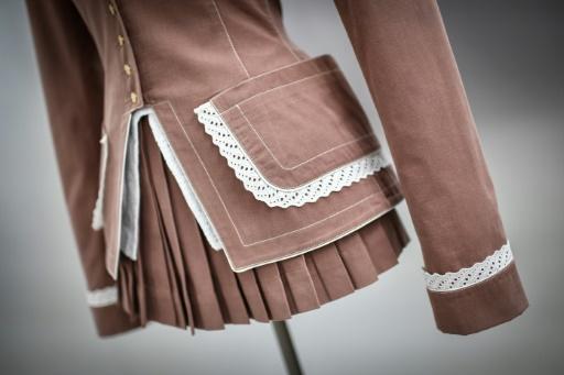 Mode: une collection Alaïa inspirée par la Pompadour exposée à Paris