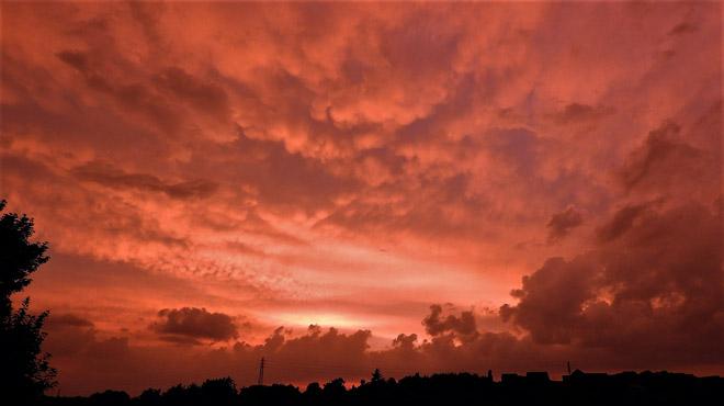 Le ciel prédit notre victoire: magnifique ciel ROUGE mercredi soir à Jemeppe-sur-Meuse (photos)