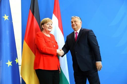 Migrants: Merkel et Orban s'opposent sur les