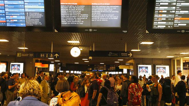 La circulation des trains très perturbée à Bruxelles: des personnes sur les voies créent de gros embarras