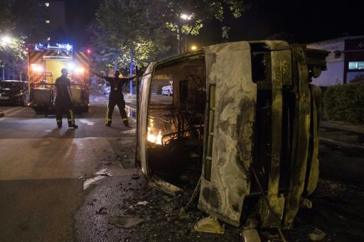 Troisième nuit de violences à Nantes: des bâtiments dégradés, la voiture de la maire incendiée, quatre interpellations