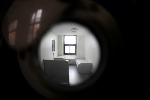 Moins de suicides qu'il y a 10 ans en prison, où la prévention reste