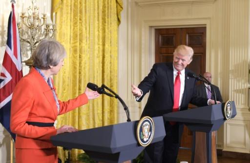 Au Royaume-Uni, Trump va rencontrer May et la reine mais éviter Londres