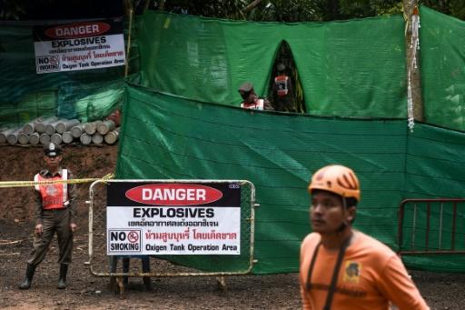 Enfants en passe d'être évacués d'une grotte en Thaïlande: 15 jours sous terre