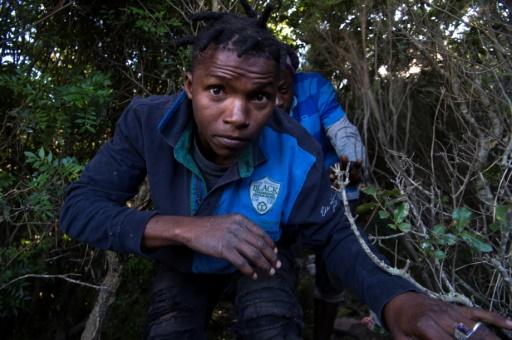 """Résultat de recherche d'images pour """"Maroc : Des migrants survivent dans une décharge en rêvant d'Europe"""""""