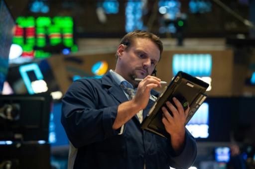Wall Street ouvre en hausse au début d'une semaine chargée