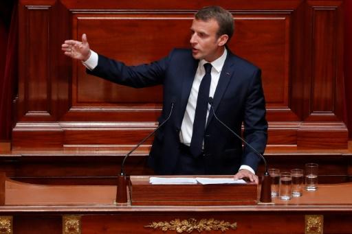 Dépenses publiques: Macron promet des