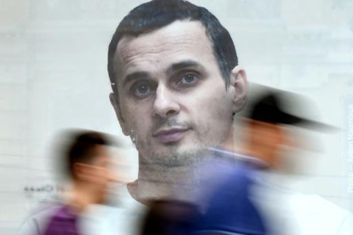Appels en faveur du cinéaste Sentsov, avant la venue de Macron en Russie