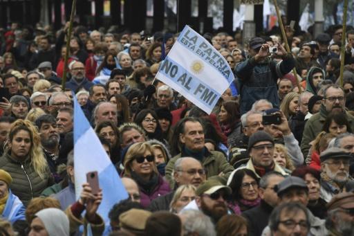 Argentine: des dizaines de milliers de personnes manifestent contre la rigueur et le FMI