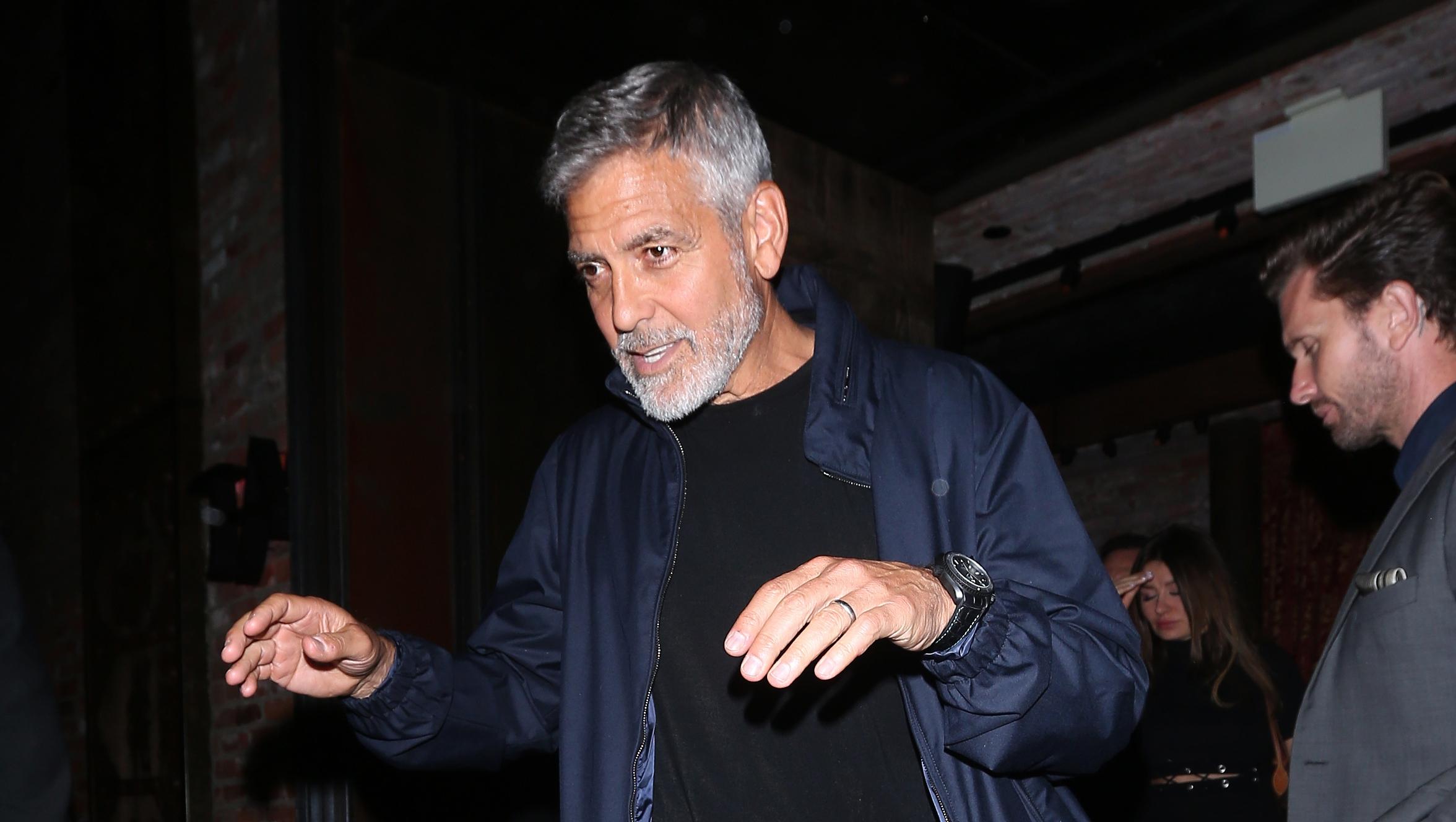 George Clooney: l'acteur hospitalisé après un accident de scooter en Italie!