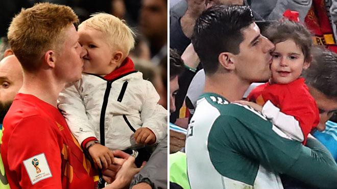 Les Diables réconfortés par leurs enfants après la défaite: