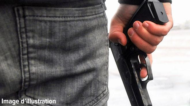 Ath: un voleur armé d'une arme de poing braque un bijoutier